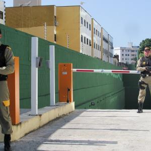 Segurança armada em hospitais